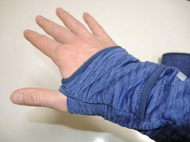 Běžecká mikina Nike Therma Sphere Element: Zdvojená manžeta skrývá nouzové rukavice.