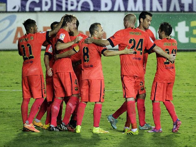 Fotbalisté Barcelony slaví pětibrankové vítězství na hřišti Levante.