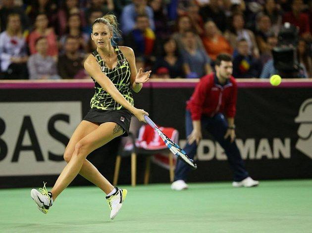 Karolína Plíšková v utkání s rumunskou jedničkou Simonou Halepovou.