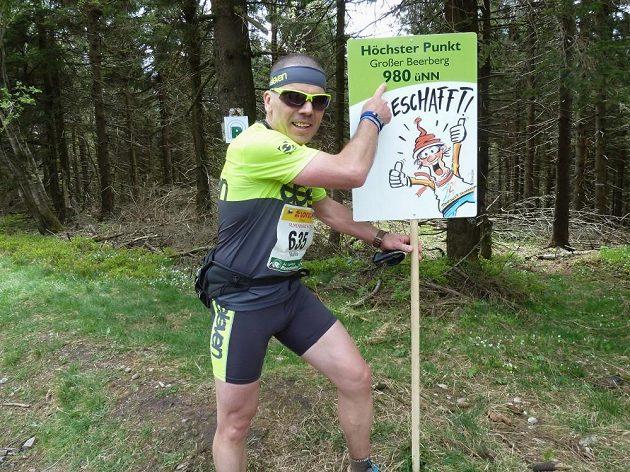 GutsMuths – Rennsteiglauf: Nejvyšší bod trasy dobyt. Teď už to bude jen z kopce