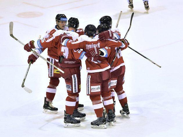 Radost hokejistů HC Olomouc v nedělním utkání 16. kola extraligy s HC Škoda Plzeň.