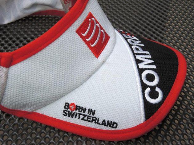 Běžecký kšilt CompresSport Ultralight Visor - počatý ve Švýcarsku, narozen v Číně.