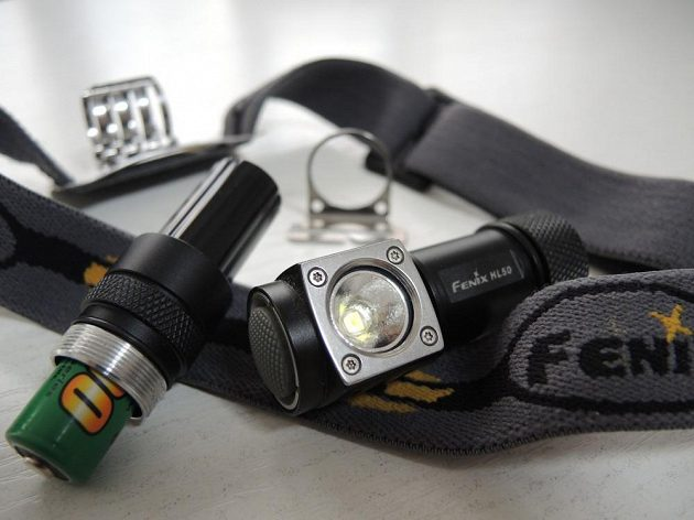 Pro přechod z CR123A na tužkovou baterii postačí namontovat adaptér.
