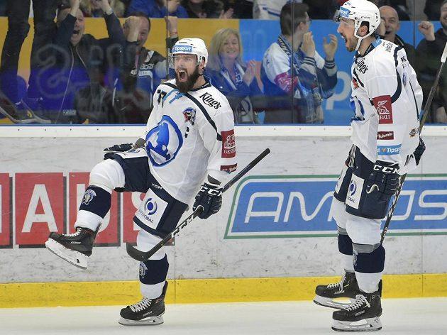 Milan Gulaš (vlevo) a Michal Moravčík se radují z gólu Plzně.