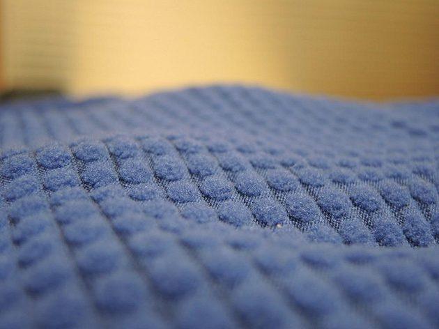 Běžecká mikina Nike Therma Sphere Element: Tisíce malých vysoušecích houbiček.