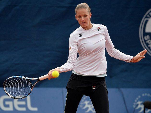 Karolina Plíšková v utkání s Kateřinou Siniakovou na turnaji v Praze.