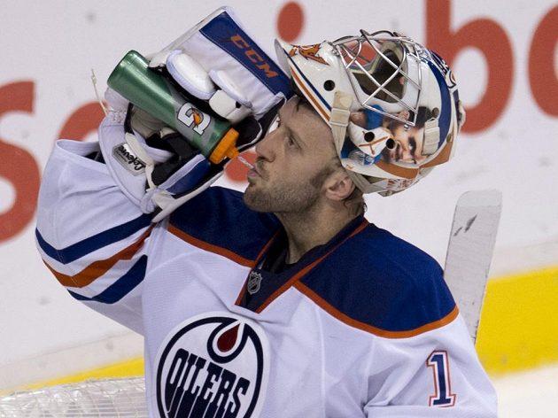Brankáři Edmontonu prožili těžký večer. Jason LaBarbera (na snímku) dohromady se svým kolegou Dubnykem inkasovali šest branek.