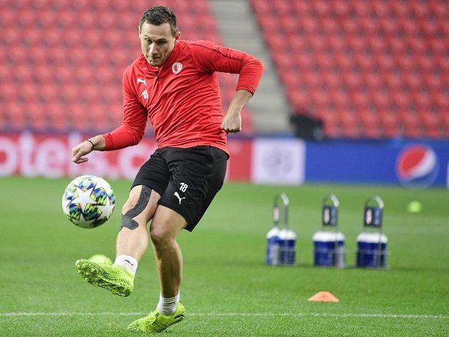 Fotbalista pražské Slavie Jan Bořil na tréninku před utkáním Ligy mistrů s Barcelonou.