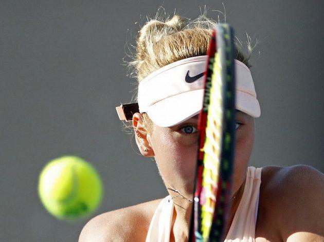 Marta Kosťuková během jedné z výměn 1. kola Australian Open.