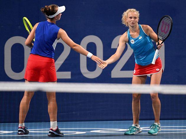 Barbora Krejčíková s Kateřinou Siniakovou na olympiádě v Tokiu