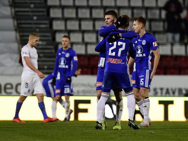 Fotbalisté Sigmy Olomouc se radují po vítězném zápase.