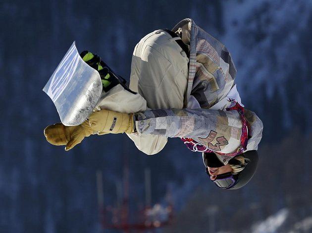 Američan Sage Kotsenburg během soutěže snowboardistů ve slopestylu na OH v Soči.