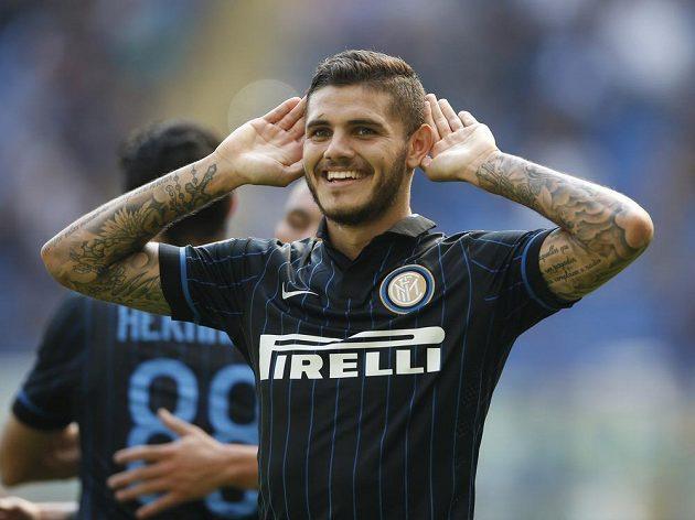 Fotbalista Interu Milán Mauro Icardi slaví svůj třetí gól v utkání proti Sassuolu.