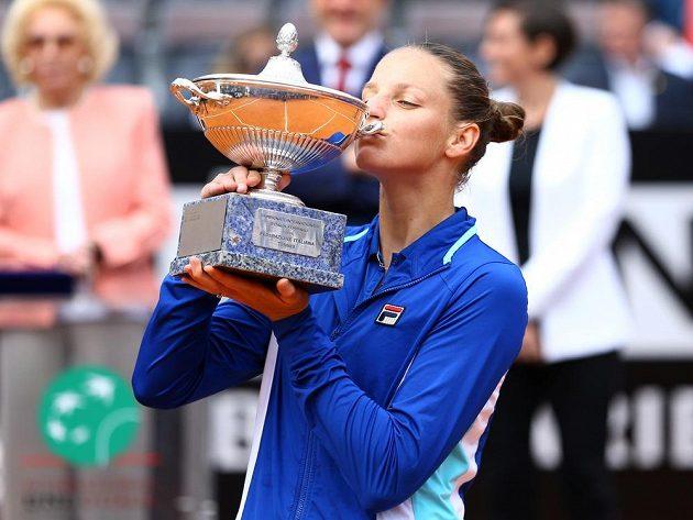 Karolína Plíšková s vítěznou trofejí