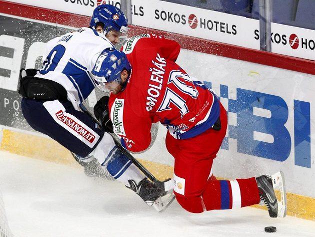 Střelec jediného českého úspěchu Radek Smoleňák a Fin Mikko Kousa (vlevo).