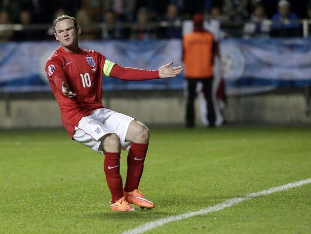 Anglický útočník Wayne Rooney rozhodl o vítězství Albionu v Estonsku.