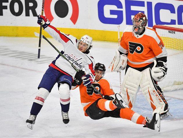 Tvrdá souboj před brankou Flyers