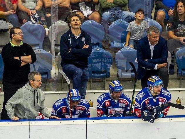 Vzadu uprostřed Jaromír Jágr z Kladna po druhém inkasovaném gólu v utkání s Vítkovicemi.