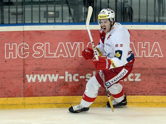 Michal Poletín ze Slavie se raduje z vyrovnávacího gólu proti Chomutovu.