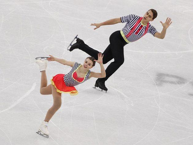 Paráda. Sportovní dvojici Anna Dušková, Martin Bidař se při olympijské premiéře dařilo i ve čtvrteční volné jízdě.