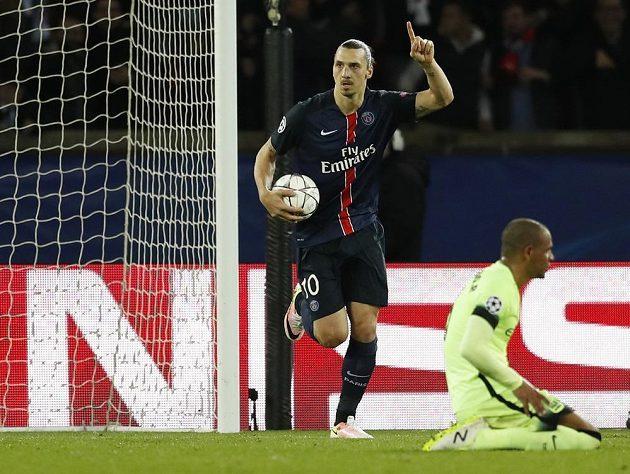 Útočník PSG Zlatan Ibrahimovic se raduje z gólu proti Manchesteru City ve čtvrtfinále Ligy mistrů.