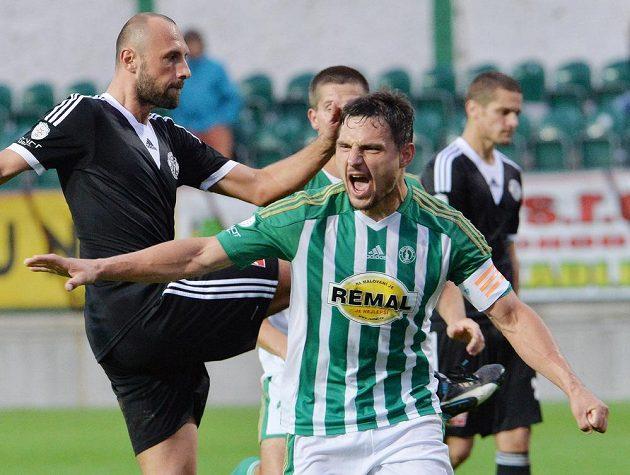 Střelec Josef Jindřišek z Bohemians (vpravo) se raduje z gólu proti Budějovicícm.