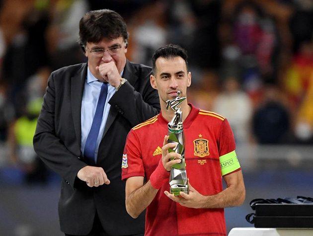 Nejlepší hráč finále fotbalové Ligy národů - Španěl Sergio Busquets.