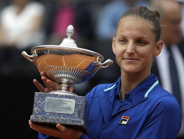 Karolína Plíšková s trofejí za vítězství na turnaji v Římě