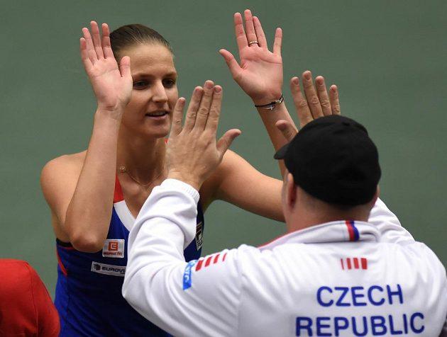 Hotovo. Karolína Plíšková dotáhla svůj první zápas v duelu se Španělskem do vítězného konce.