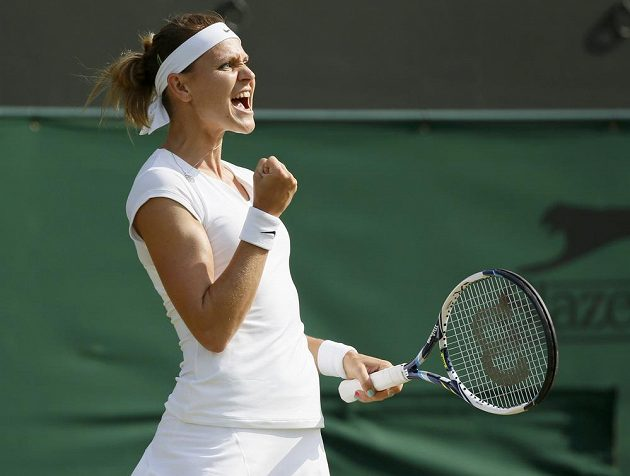 Lucie Šafářová slaví vítězství nad Američankou Sloane Stephensovou ve 3. kole Wimbledonu.