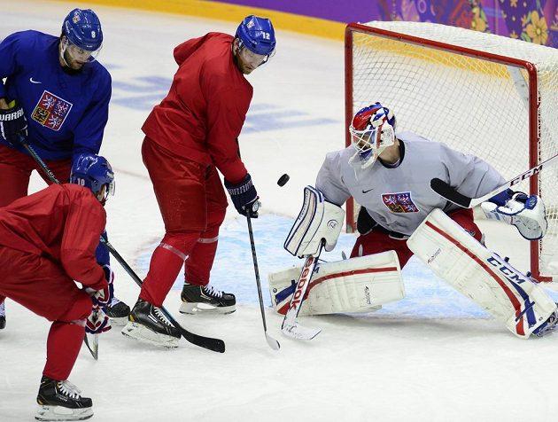 (Zleva) Michal Barinka, Roman Červenka, Jiří Novotný a Alexandr Salák při tréninku české hokejové reprezenace v Soči.