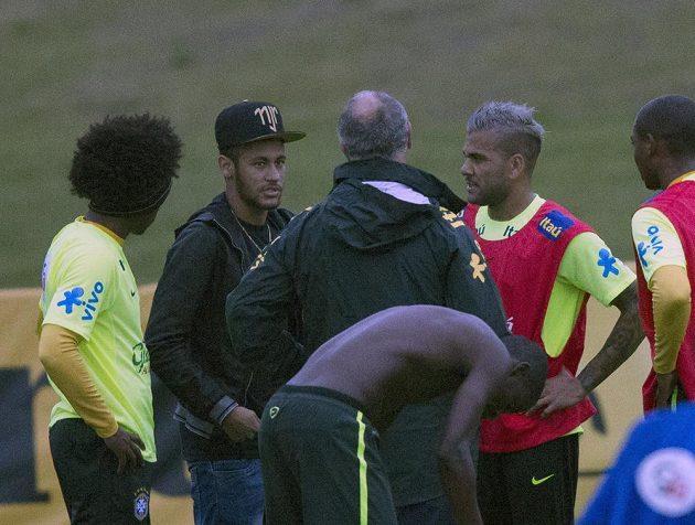Neymar se opět setkal se spoluhráči a trenérem Scolarim v Teresópolis.