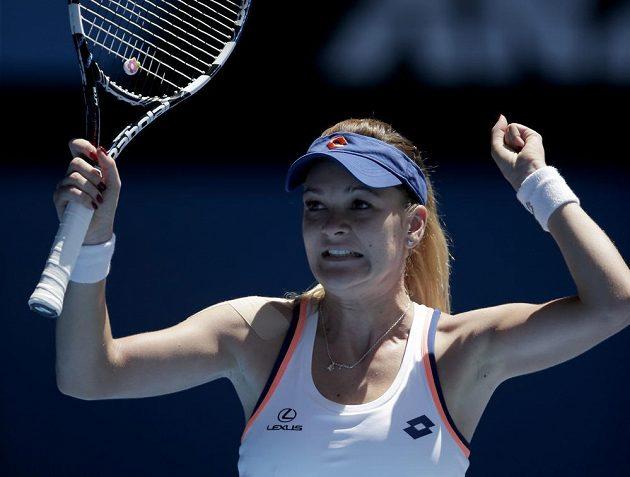 Polská tenistka Agnieszka Radwaňská se raduje z čtvrtfinálového vítězství nad Běloruskou Viktorií Azarenkovou.