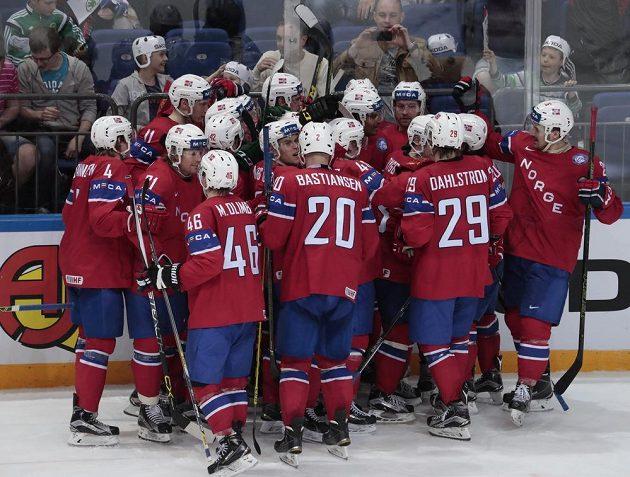 Radost norských hokejistů při utkání s Kazachstánem.