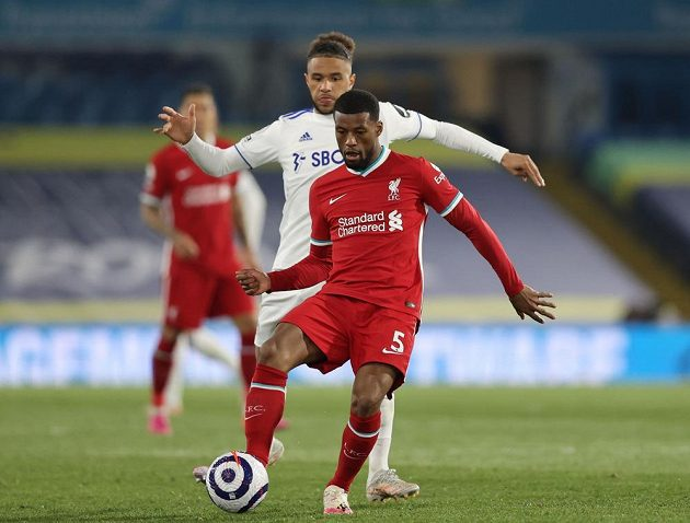 Liverpoolský fotbalista Georginio Wijnaldum v akci během utkání s Leedsem United v Premier League.