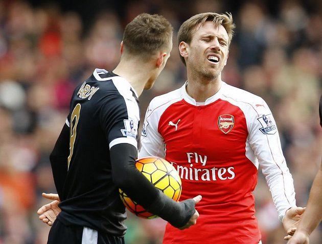 Obránce Arsenalu Nacho Monreal nevěří, že po jeho zákroku v 26. kole anglické Premier League proti Leicesteru byla nařízena penalta.