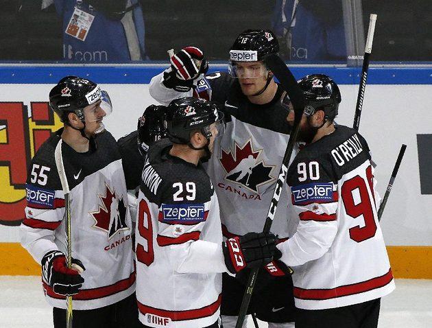 Zleva radující se Kanaďané Mark Scheifele, Nate MacKinnon, Colton Parayko a Ryan O´Reilly.
