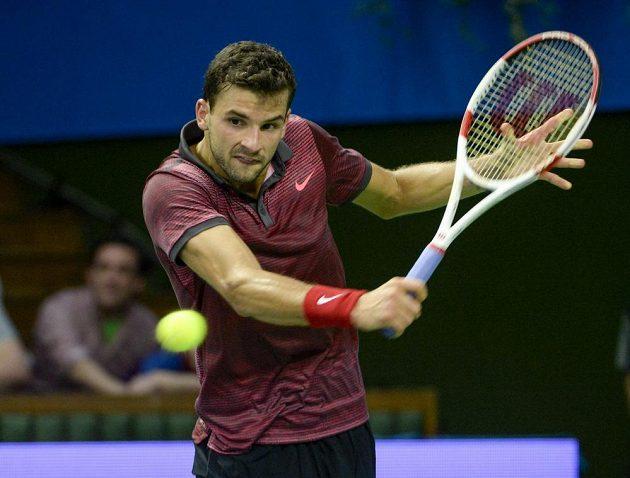 Bulharský tenista Grigor Dimitrov ve fináovém utkání ve Stockholmu proti Tomáši Berdychovi.