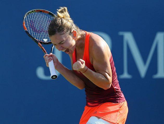 Simona Halepová se raduje z premiérového postupu do čtvrtfinále US Open.