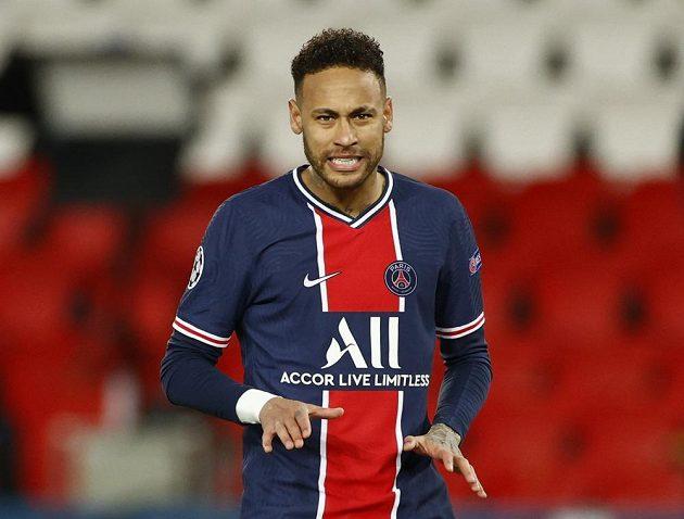 Hvězda fotbalového PSG Neymar a jeho reakce během odvetného čtvrtfinále Ligy mistrů.