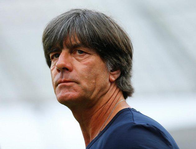Trenér německých obhájců titulu Joachim Löw se ocitl v palbě kritiky.