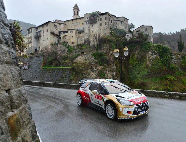 Mikko Hirvonen s Citroënem DS3 WRC na trati Rallye Monte Carlo.