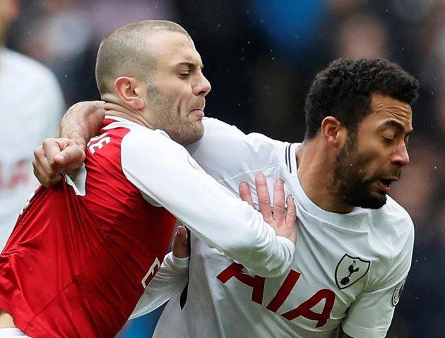 Zleva Jack Wilshere (Arsenal) a Mousa Dembele (Tottenham).