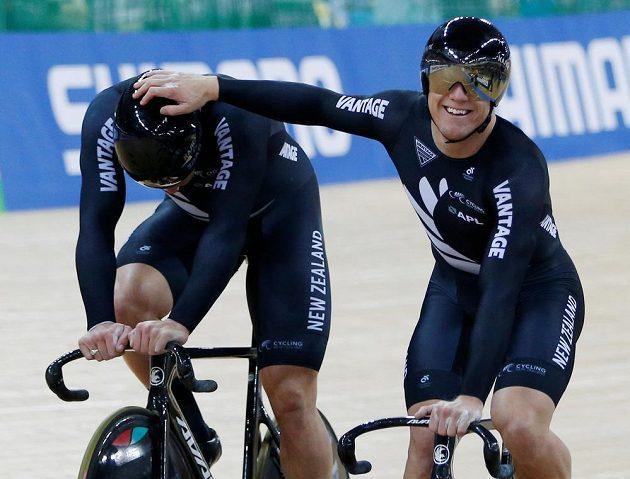 Šampióni v týmovém sprintu Ethan Mitchell a Edward Dawkins z Nového Zélandu.