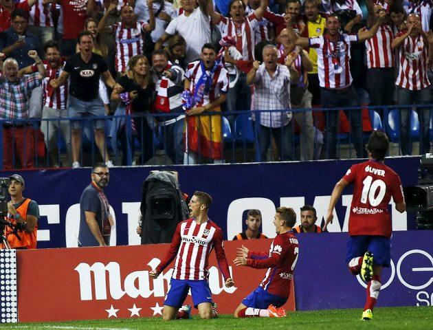 Fernando Torres se raduje ze vstřeleného gólu proti Barceloně.