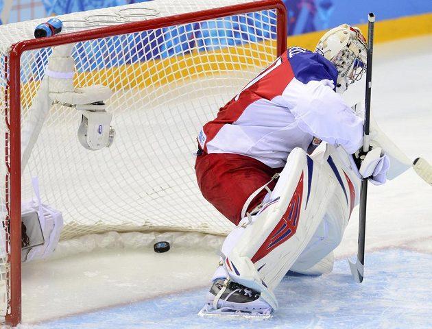 Ondřej Pavelec dostává první gól od Američanů.