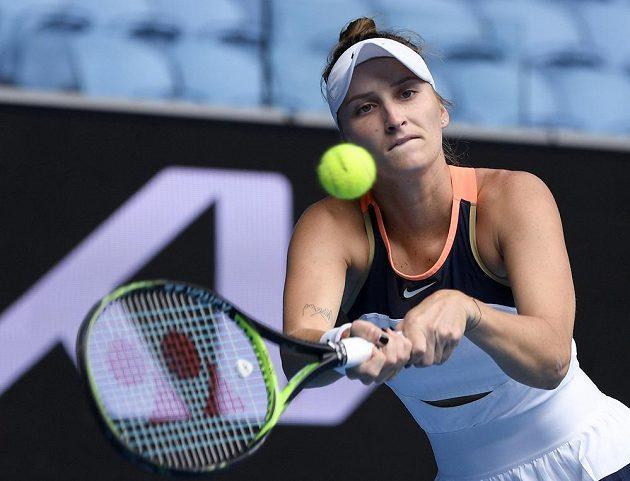 Česká tenistka Markéta Vondroušová v akci na Australian Open v boji o čtvrtfinále.