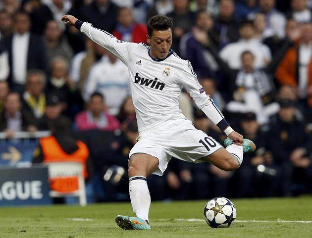 Mohutný nápřah Mesuta Özila z Realu Madrid.