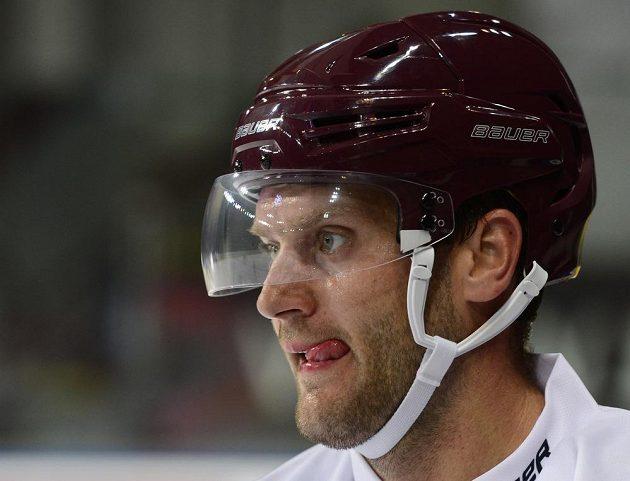 Obránce Michal Barinka na prvním tréninku Sparty na ledě.