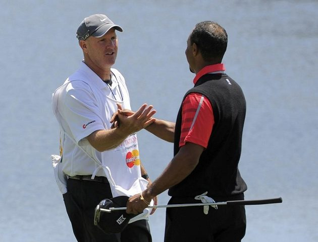 """""""Dobrá práce,"""" jako kdyby říkal caddie Joe LaCava golfistovi Tigeru Woodsovi."""